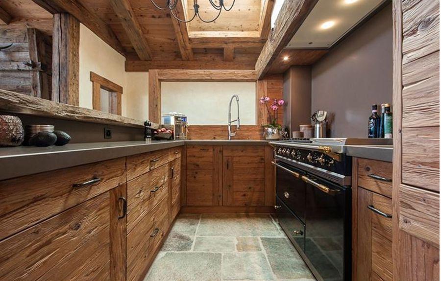 Cucine per casali e rustici for Arredamento case montagna moderne