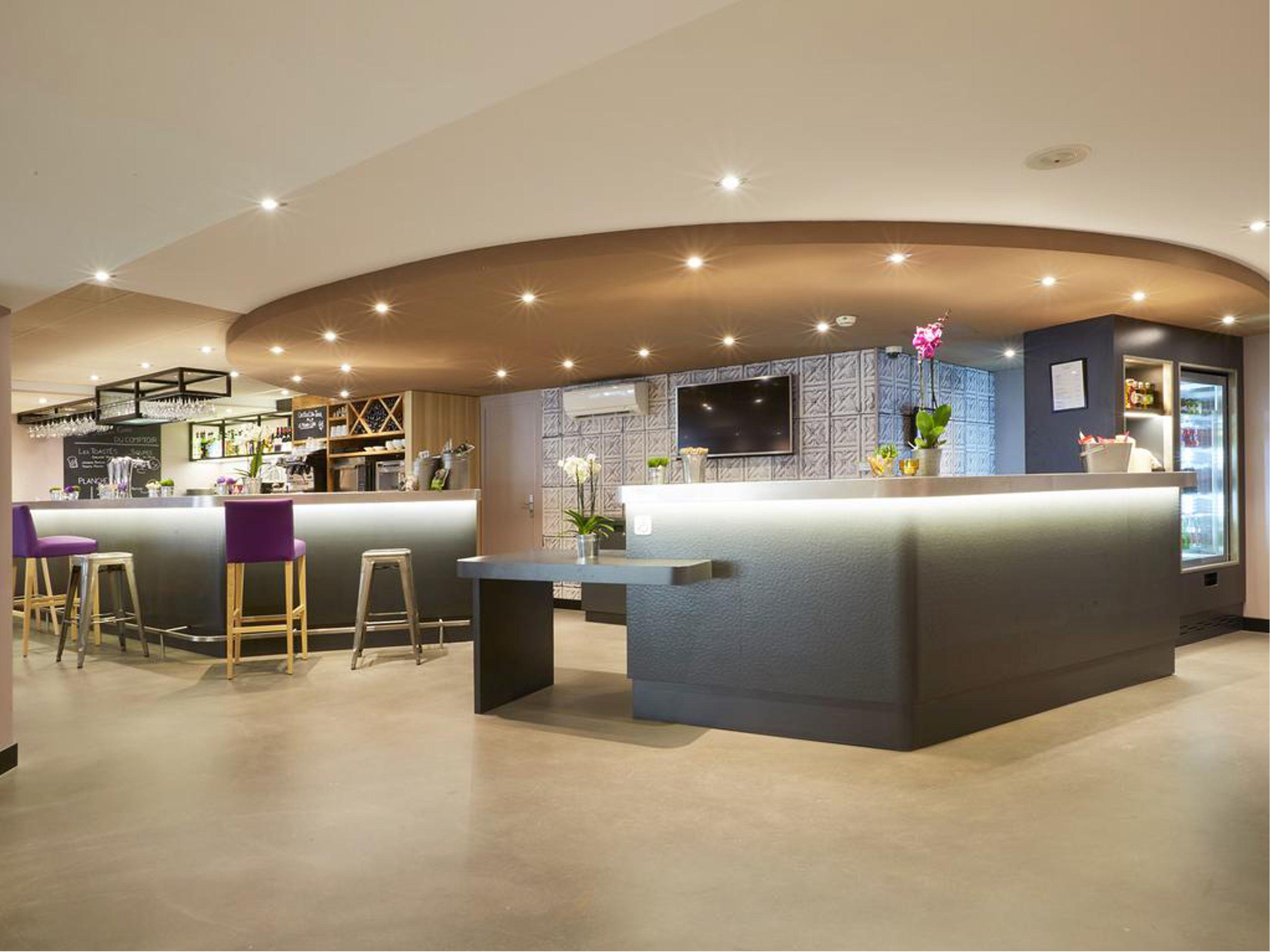 Arredamento bar ristoranti e reception per hotel for Arredamenti bar ristoranti